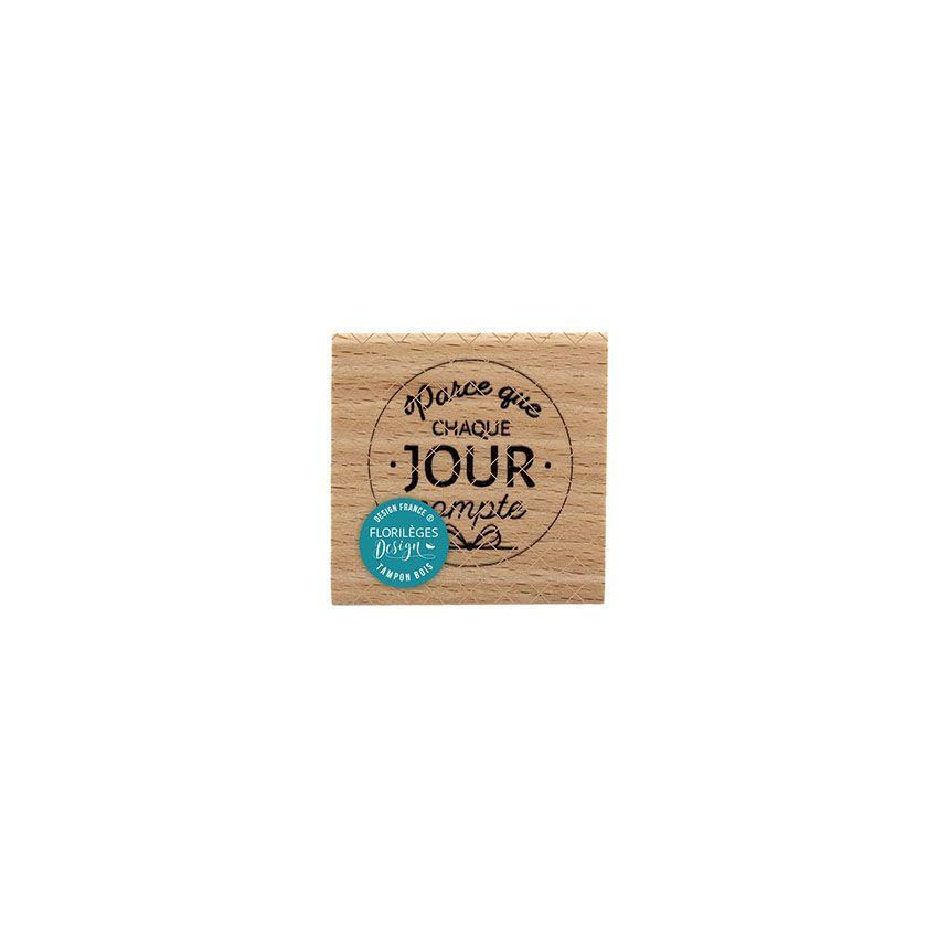 Tampon bois CHAQUE JOUR COMPTE par Florilèges Design. Scrapbooking et loisirs créatifs. Livraison rapide et cadeau dans chaqu...