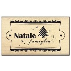 Commandez Tampon bois italien NATALE IN FAMIGLIA Florilèges Design. Livraison rapide et cadeau dans chaque commande.