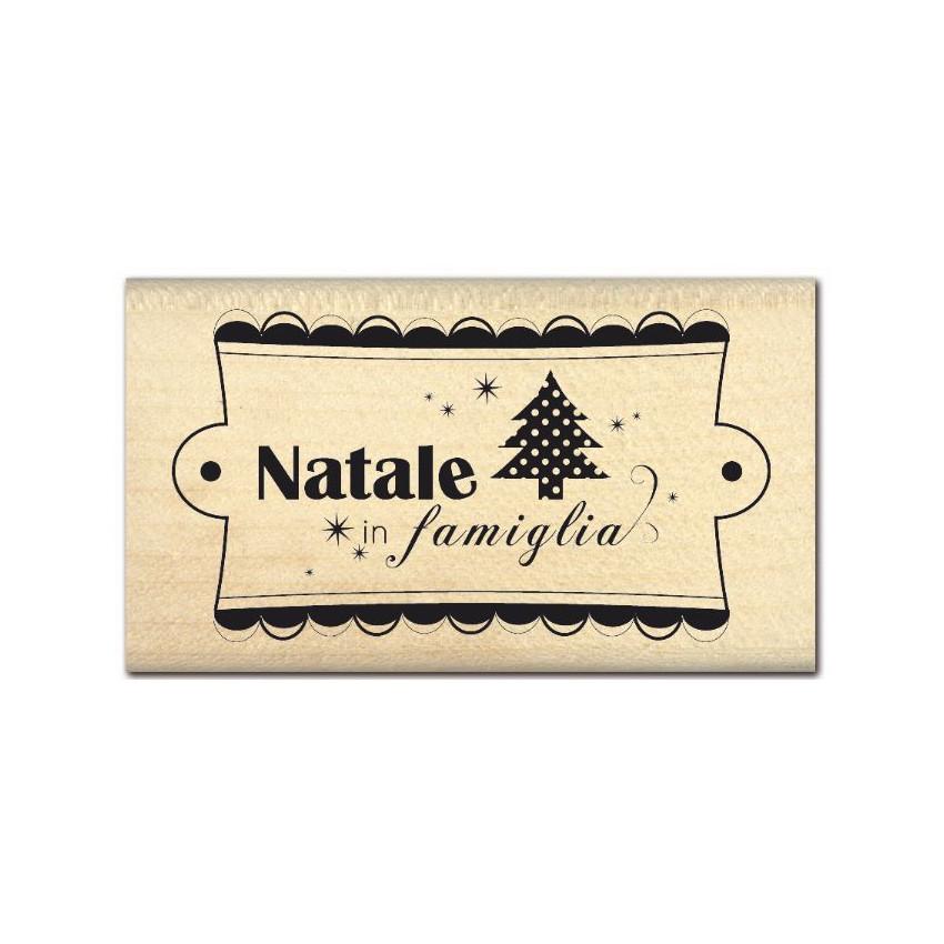 Tampon bois italien NATALE IN FAMIGLIA par Florilèges Design. Scrapbooking et loisirs créatifs. Livraison rapide et cadeau da...