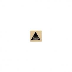 Tampon bois 2018 par Florilèges Design. Scrapbooking et loisirs créatifs. Livraison rapide et cadeau dans chaque commande.