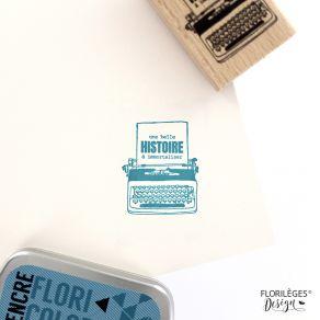 Tampon bois ÉCRIRE UNE BELLE HISTOIRE par Florilèges Design. Scrapbooking et loisirs créatifs. Livraison rapide et cadeau dan...