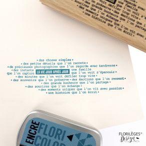 Tampon bois LA VIE QUI DÉFILE par Florilèges Design. Scrapbooking et loisirs créatifs. Livraison rapide et cadeau dans chaque...