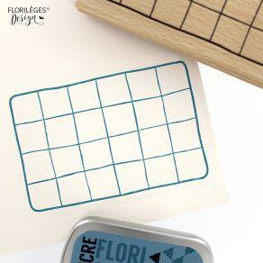 Tampon bois DESK BOARD par Florilèges Design. Scrapbooking et loisirs créatifs. Livraison rapide et cadeau dans chaque commande.