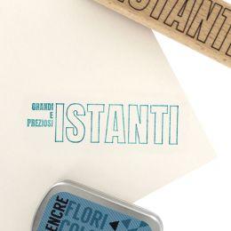 Tampon bois italien COSI GRANDI ISTANTI par Florilèges Design. Scrapbooking et loisirs créatifs. Livraison rapide et cadeau d...