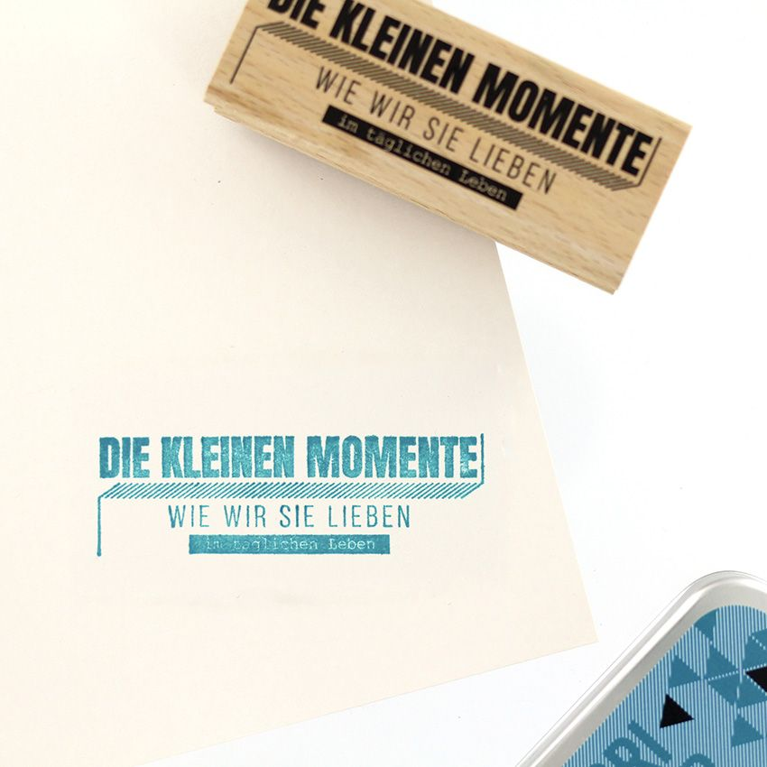 Tampon bois allemand WIE WIR SIE LIEBEN par Florilèges Design. Scrapbooking et loisirs créatifs. Livraison rapide et cadeau d...