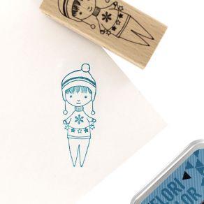 Tampon bois PETIT THÉO par Florilèges Design. Scrapbooking et loisirs créatifs. Livraison rapide et cadeau dans chaque commande.