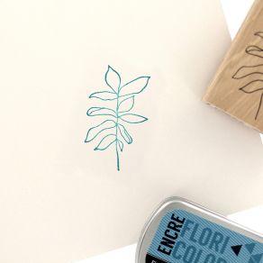 Tampon bois FEUILLAGE FLOU par Florilèges Design. Scrapbooking et loisirs créatifs. Livraison rapide et cadeau dans chaque co...