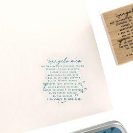 Parfait pour créer : Tampon bois italien ANGELO MIO par Florilèges Design. Livraison rapide et cadeau dans chaque commande.
