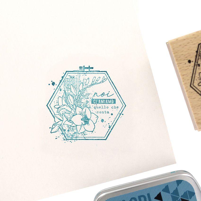 Tampon bois italien NOI CI AMIAMO par Florilèges Design. Scrapbooking et loisirs créatifs. Livraison rapide et cadeau dans ch...