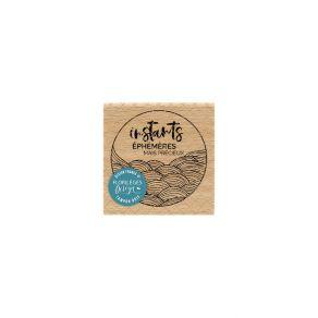 Parfait pour créer : Tampon bois INSTANTS ÉPHÉMÈRES par Florilèges Design. Livraison rapide et cadeau dans chaque commande.